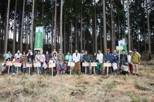 植林作業を終えて 全員集合