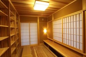 堀座の書院のある和室の図書室