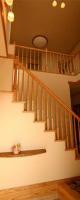 玄関を入ると広がる階段と吹抜の大空間