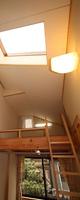 2階ホールのロフトと天窓