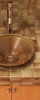 味わいあるタイルで作った洗面台。