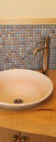 トイレの手洗い。かわいいモザイクタイル貼り。