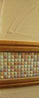 しっくい塗りの壁とモザイクタイル。