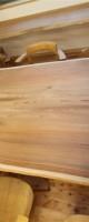 柾目がきれいなダイニングテーブル
