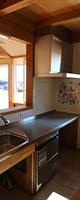 天井の高低差でキッチンとLDを視覚的にも分けています。