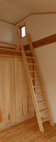 子供室。ロフトと勾配天井で気持ちいい開放感があります。